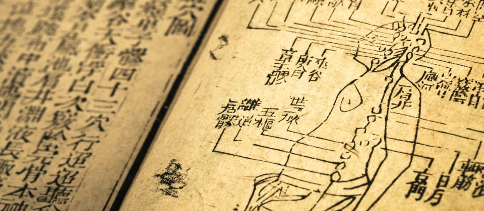 Chinese-Medicine-Old-Book-iStock_000017430502Medium-copy-2-960x420.jpg
